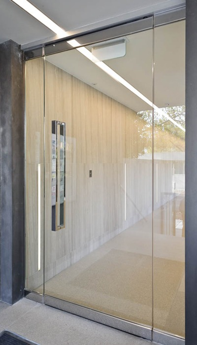 Frameless glass doors in melbourne frameless impressions for Frameless glass doors