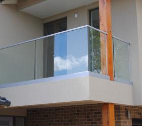 Frameless balcony glass balustrade Melbourne